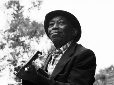 HURT_STL006_MISSISSIPPI-JOHN-HURT-PERFORMING-SINGING-1964_∂∏2017_Lo-Max_Records_Ltd